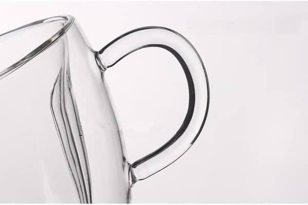 Стеклянная чашка в форме сердечка с двойными стенками