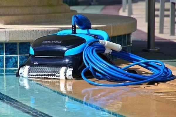 Робот для чистки бассейна Dolphin Nautilus Plus