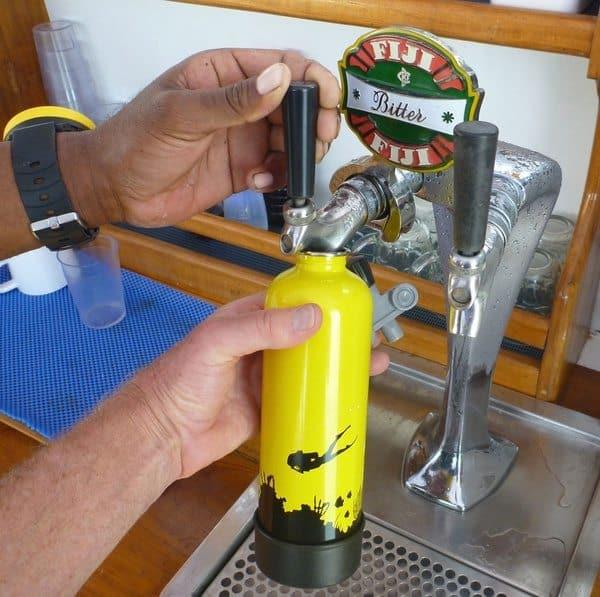 Бутылка в виде кислородного баллона для дайвинга TankH2O