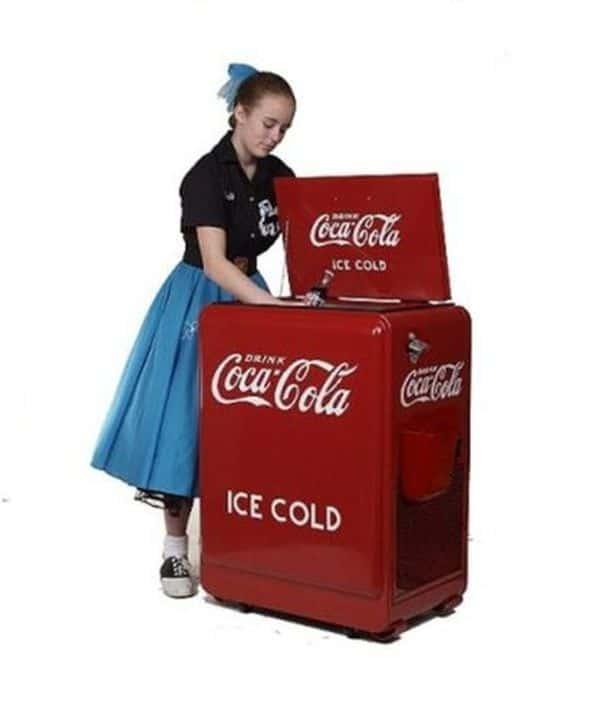 Классический холодильник для напитков Coca-Cola