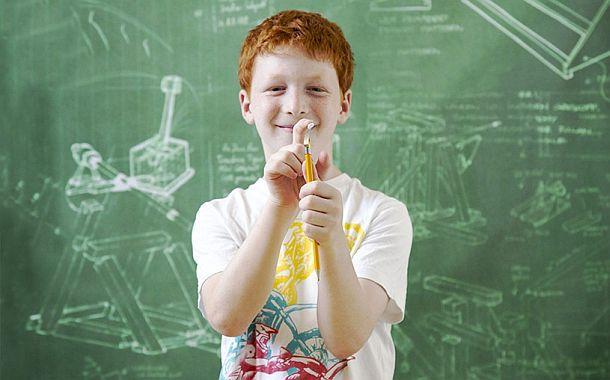 Насадка на карандаш для метания бумажных комочков