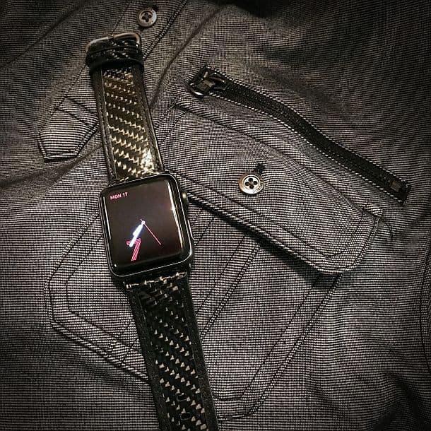 Ремешок для Apple Watch, сделанный из кожи и углеродного волокна