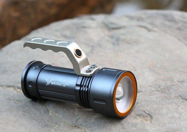 Переносной фонарик с дополнительной ручкой