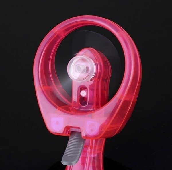 Портативный вентилятор с функцией распыления воды