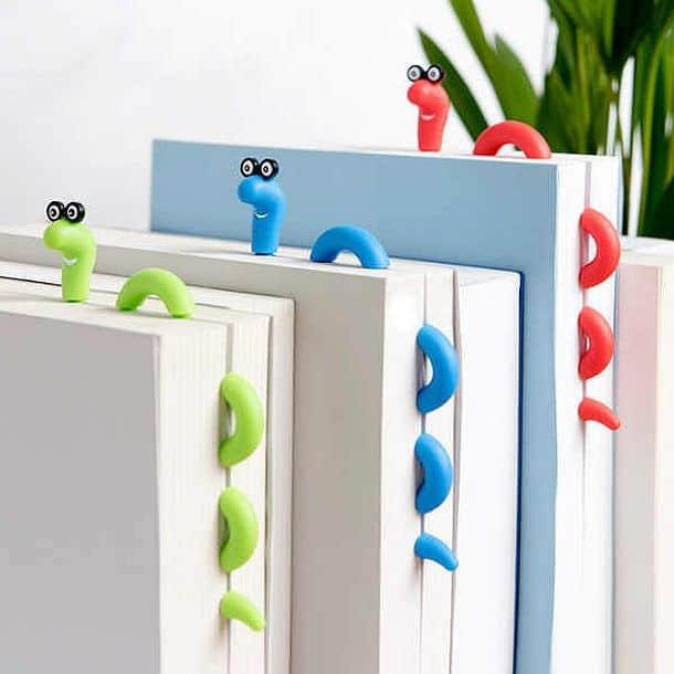 Закладка для книг в виде червя Уолли