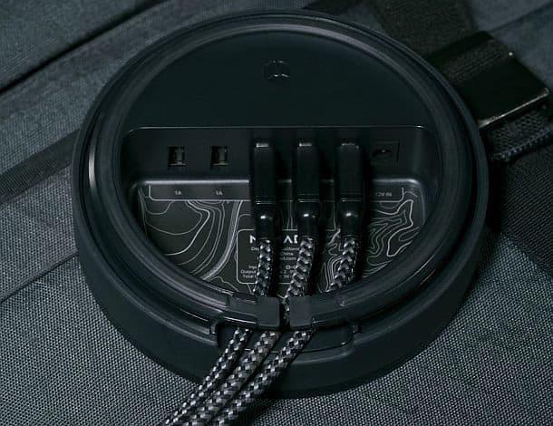 Зарядное устройство Nomad для нескольких гаджетов