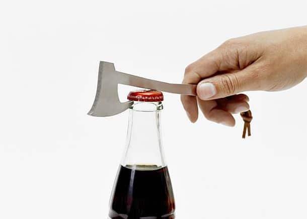 Открывалка для бутылок в форме топора