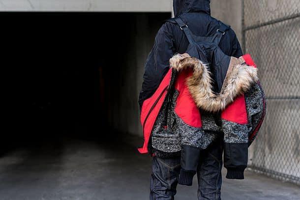 Пуховик The North Face, который можно носить за плечами