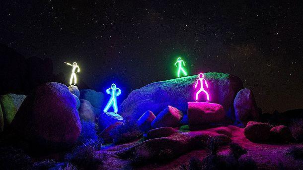 Светодиодные костюмы в виде нарисованных человечков