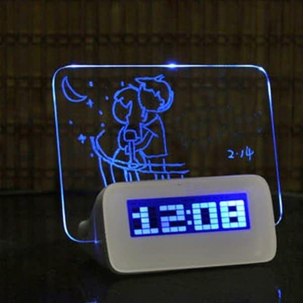Электронные часы с прозрачным стеклом для заметок