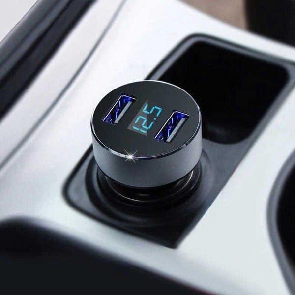 Автомобильный USB-зарядник с индикатором напряжения аккумулятора