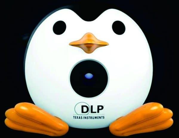 Автономный мини-проектор в виде пингвина Unic Q1