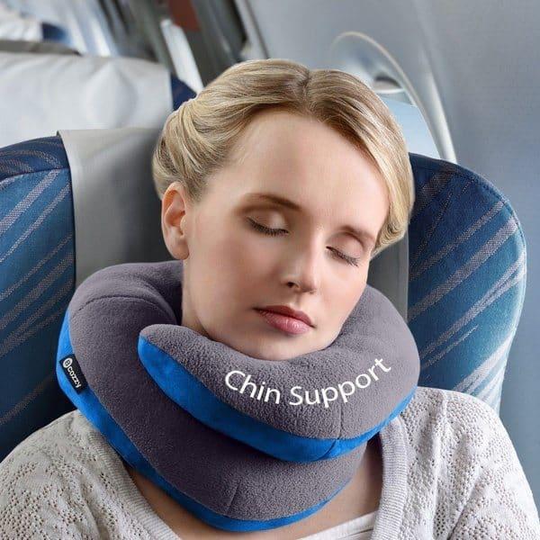 7 лучших дорожных подушек для сна сидя