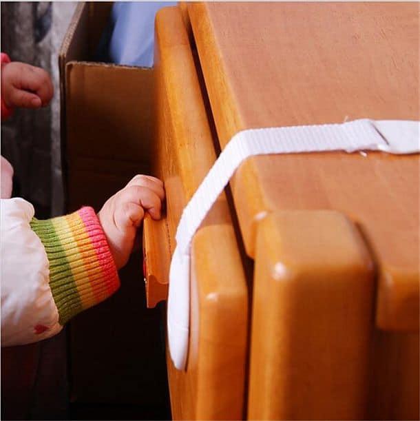 Фиксаторы на мебель и бытовую технику (детские)