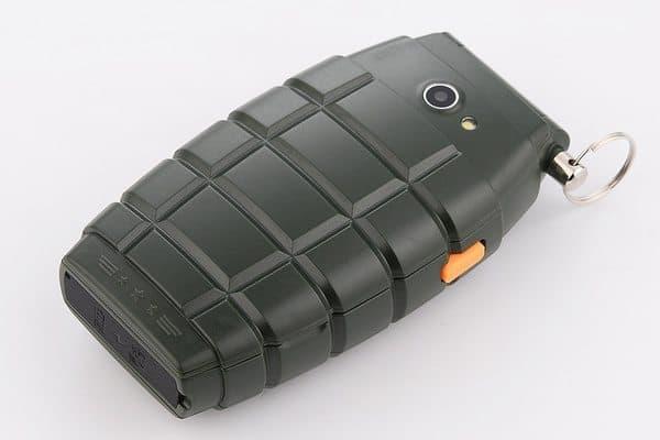 3-симочный телефон в форме гранаты