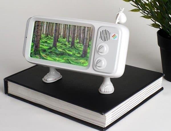 Подставка для iPhone в виде винтажного телевизора