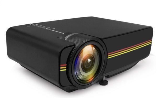 Проектор ThundeaL YG400 с возможностью трансляции изображения с телефона