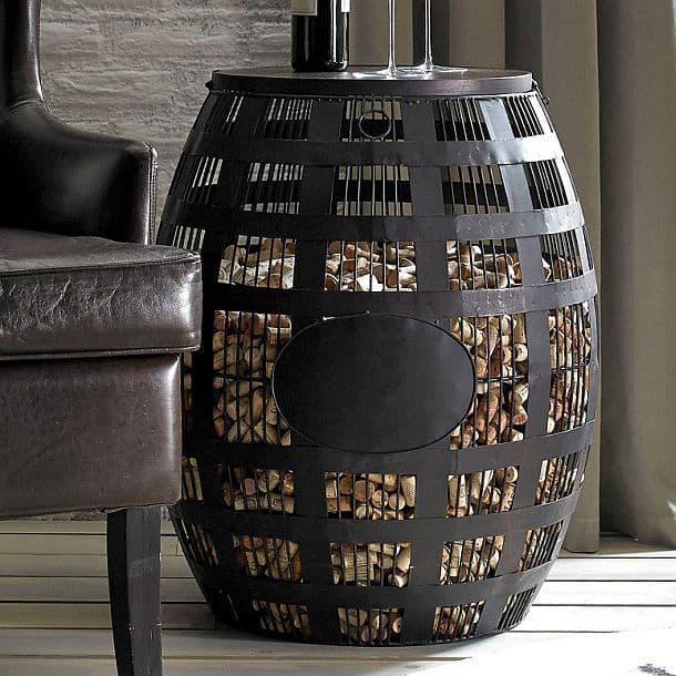 Винтажный столик для хранения винных пробок