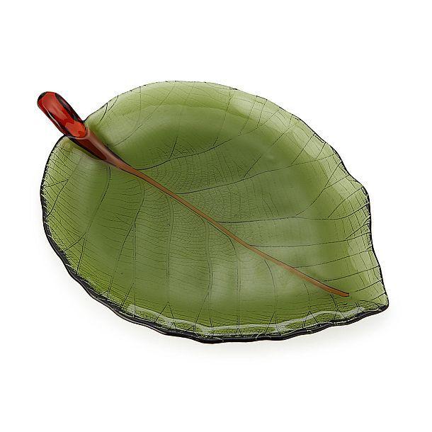 Стеклянные тарелки в виде зеленых листьев