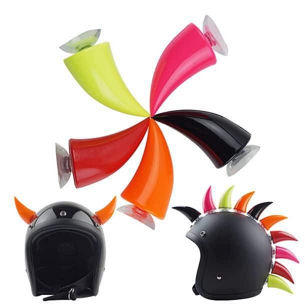 Украшение для мотоциклетного шлема в виде рога