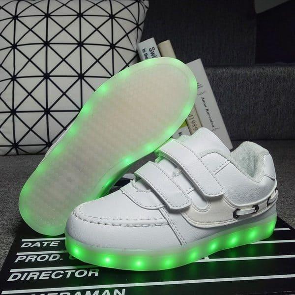 Детская обувь с подсветкой подошвы
