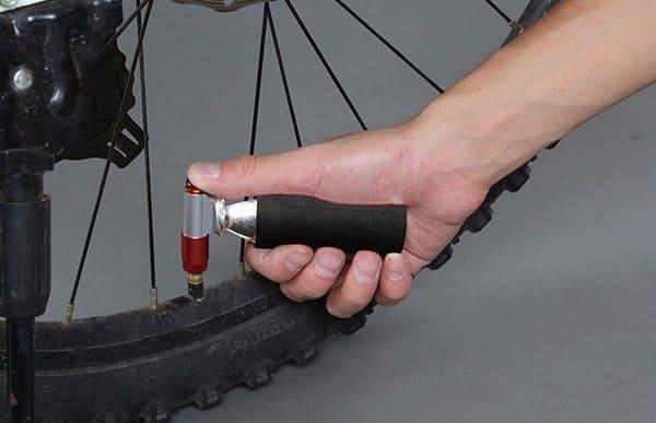 Адаптер для подкачки велоколёс с помощью баллончика с газом