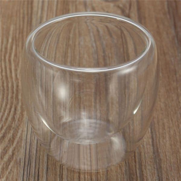 Стеклянный стакан с двойными стенками