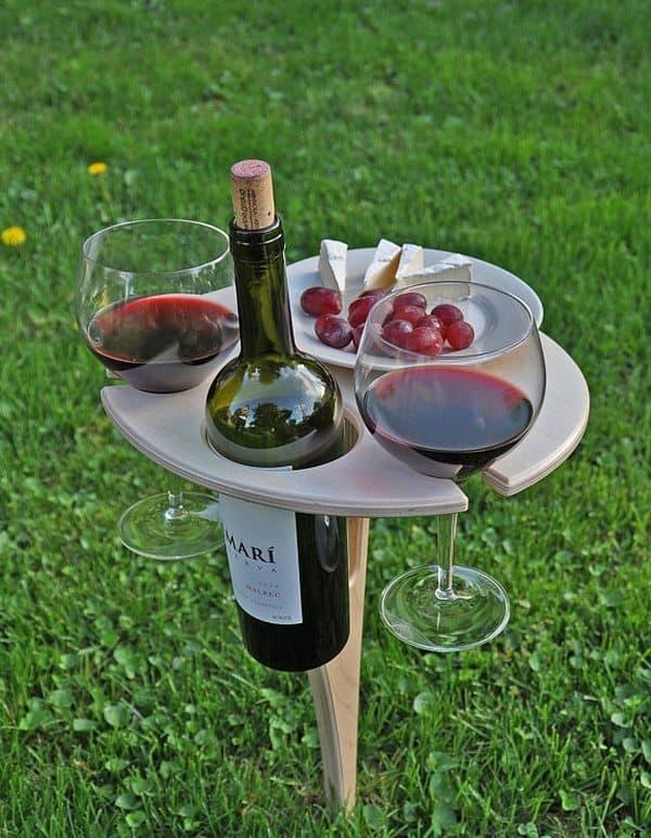 Винный столик для дачи и отдыха на природе