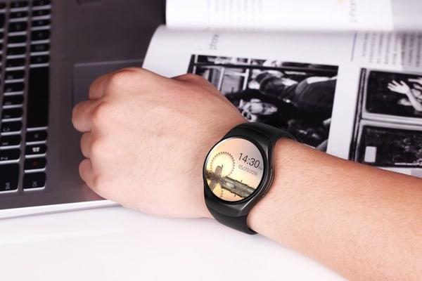 Водонепроницаемые смарт-часы с поддержкой SIM-карт