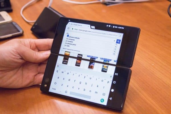 ZTE Axon M - смартфон-раскладушка с двойным экраном