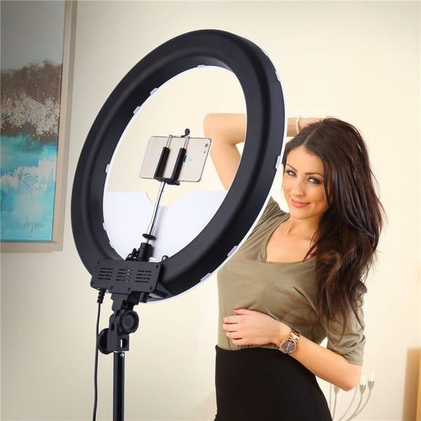 Кольцевой фотосветильник на штативе