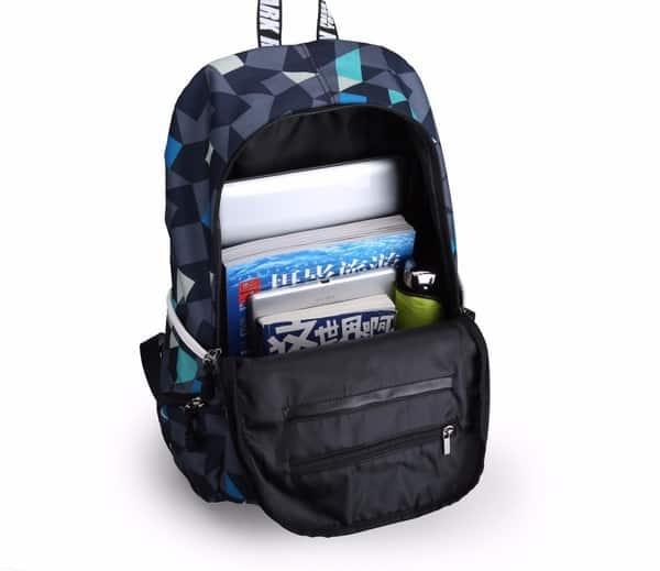 Молодёжный рюкзак с функцией подзарядки гаджетов