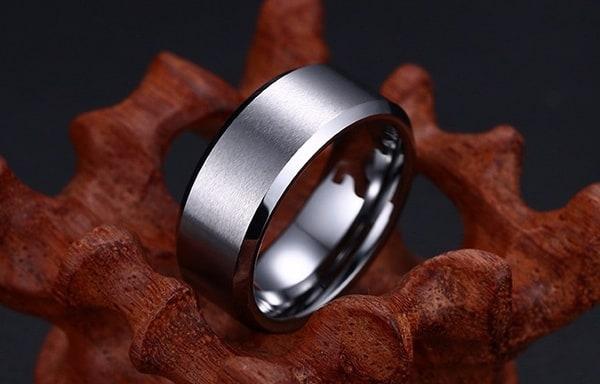 Металлическое кольцо для мужчин