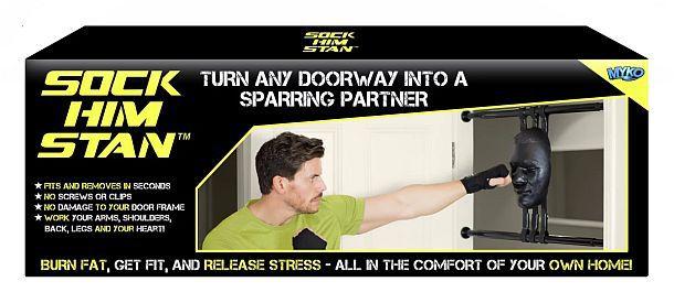 Боксерский тренажер в форме лица соперника для установки в дверном проеме