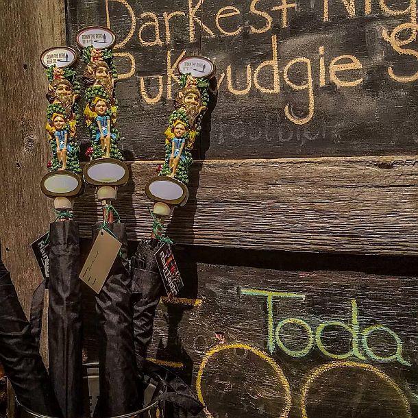 Зонты с ручками из старых пивных кранов RainTaps