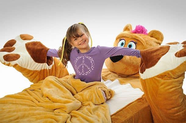 Кровать в форме огромного плюшевого мишки