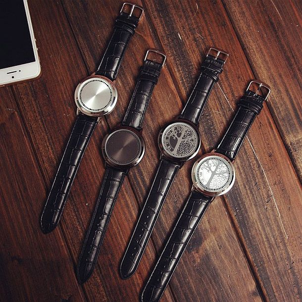 Часы с тачскрином и LED-подсветкой