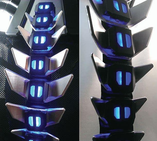 Биомеханическая карнавальная насадка в форме светящегося позвоночника