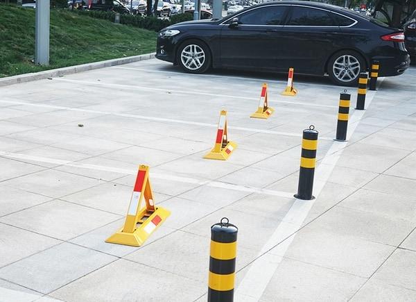 Треугольный барьер для парковок