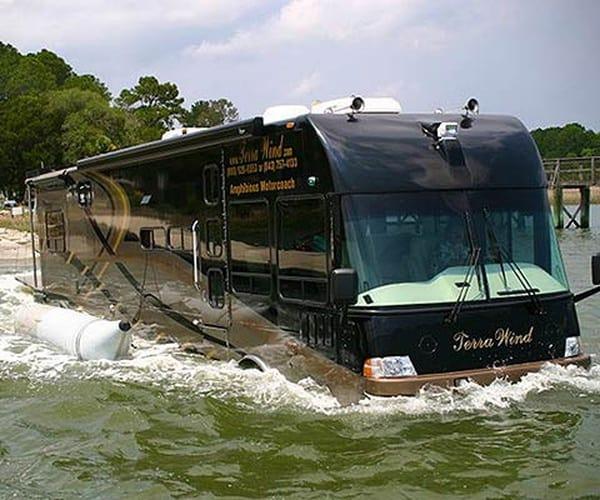 Автобус-амфибия для путешествий Terra Wind