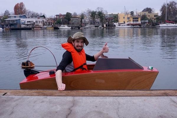 Набор для сборки очень компактной моторной лодки