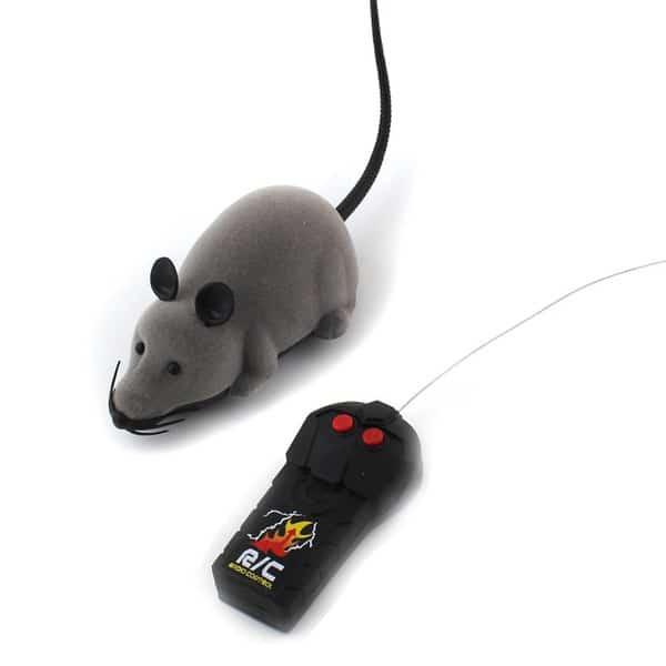 Радиоуправляемая мышка для игр с кошкой