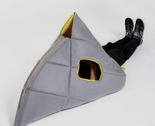 Носимая мебель-трансформер SharkMan