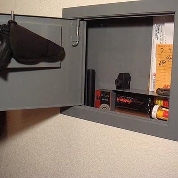 Стенной сейф, замаскированный под электрощиток