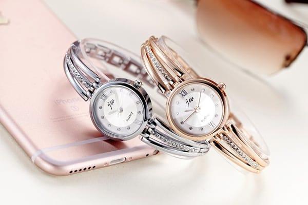 Часы с красивым браслетом