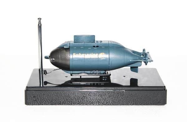 Подводная лодка с пультом управления