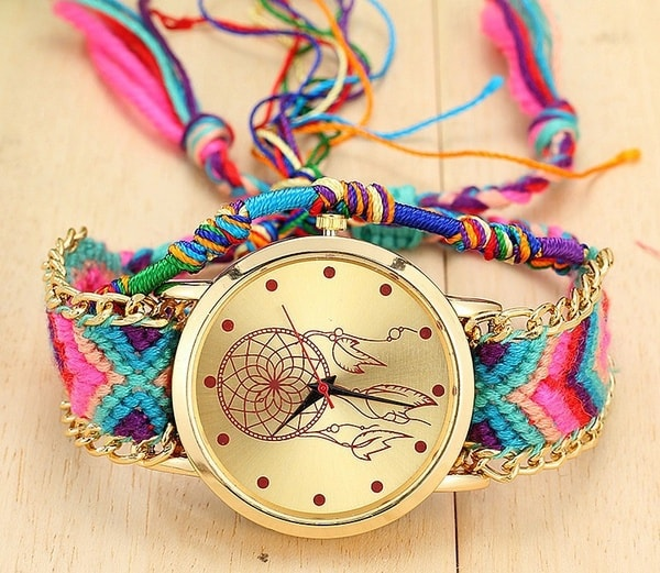Яркие часы с фенечками