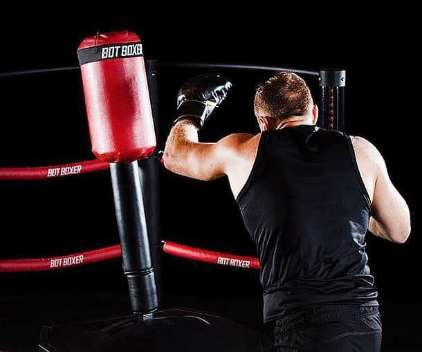 Робот-тренер для боксеров BotBoxer