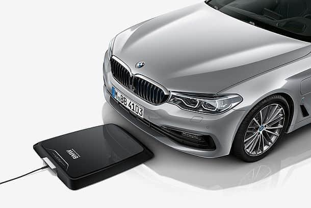 Беспроводная индукционная зарядочная платформа для автомобилей BMW 530E iPerformance