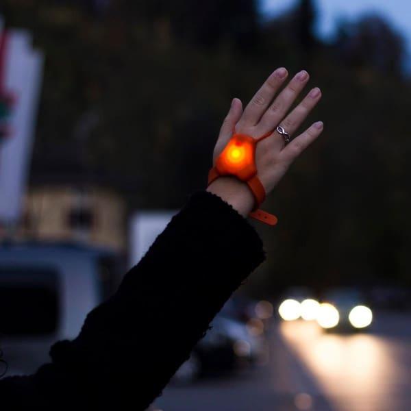 Наручный сигнальный огонь для велосипедистов SeniTurn
